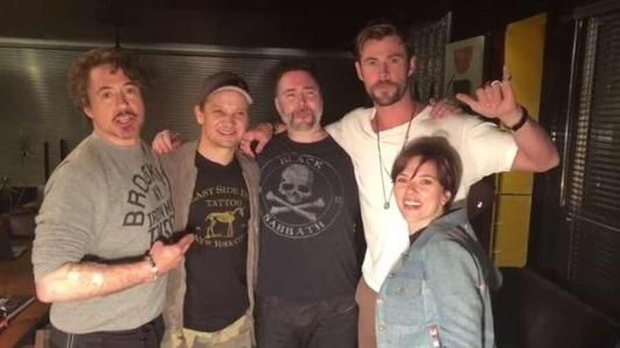 Filmnya Sukses, Para Bintang Avengers Buat Tato
