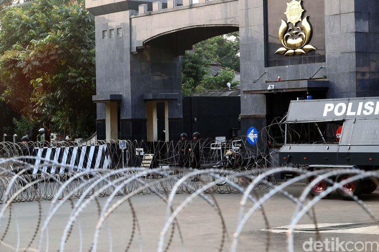 Teroris di Mako Brimob Kuasai Senjata Laras Panjang dan Pendek