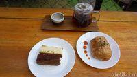 Anthology Coffee : Santai Sore Ditemani Kopi Sunda Arumanis dan Banana Loaf di Pinggir Danau Sentul