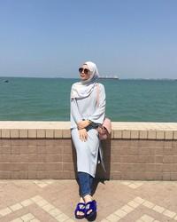 Dara berumur 26 tahun ini juga dikenal sebagai model dan pembawa acara di Malaysia. Namun, Uyaina juga suka traveling. Ini fotonya saat liburan ke Penang (@uyainaarshad/Instagram)