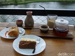 Anthology Coffee : Santai Sore Ditemani Kopi Sunda Arumanis dan Banana Loaf di Pinggir Danau