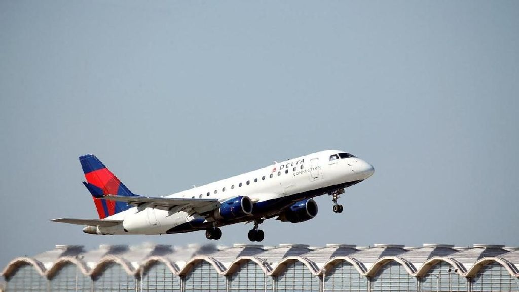 Pesawat Delta Airlines Tergelincir di Landasan Bandara Kentucky