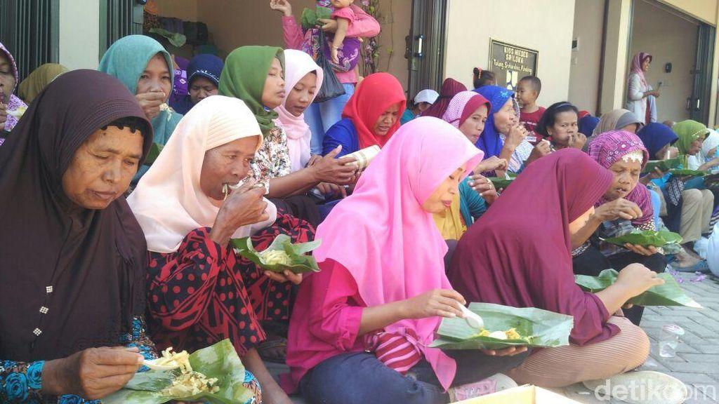 Ketika 2.018 Bungkus Mides Disantap Bersama Ribuan Warga di Bantul