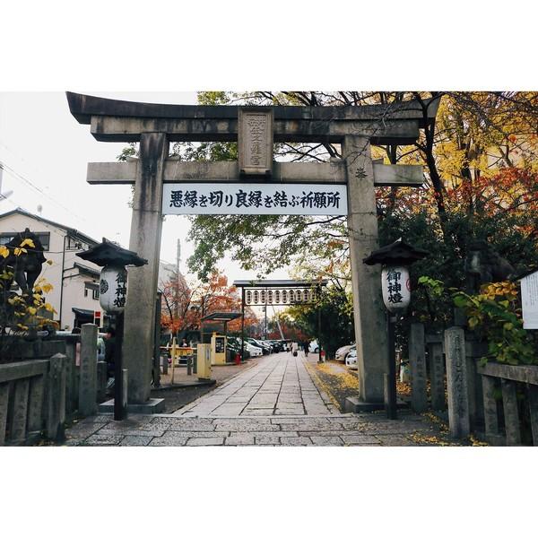 Berlokasi di Kyoto, kuil batu ini jadi destinasi favorit para wisatawan. Traveler bisa dengan mudah menemukan Yasui Kompira-gu Shrine dengan berjalan kaki 10 hingga 15 menit dari Stasiun Keihan Shijo atau Stasiun Hankyu Shijo Kawaramachi. (hyunnydec15/Instagram)