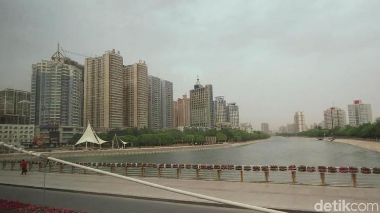 Suasana Kota Korla dan Hongyan River (Fitraya/detikTravel)