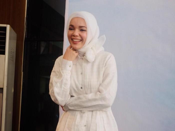 tips memilih hijab untuk Ramadan ala Dewi Sandra. Foto: Silmia Putri/Wolipop