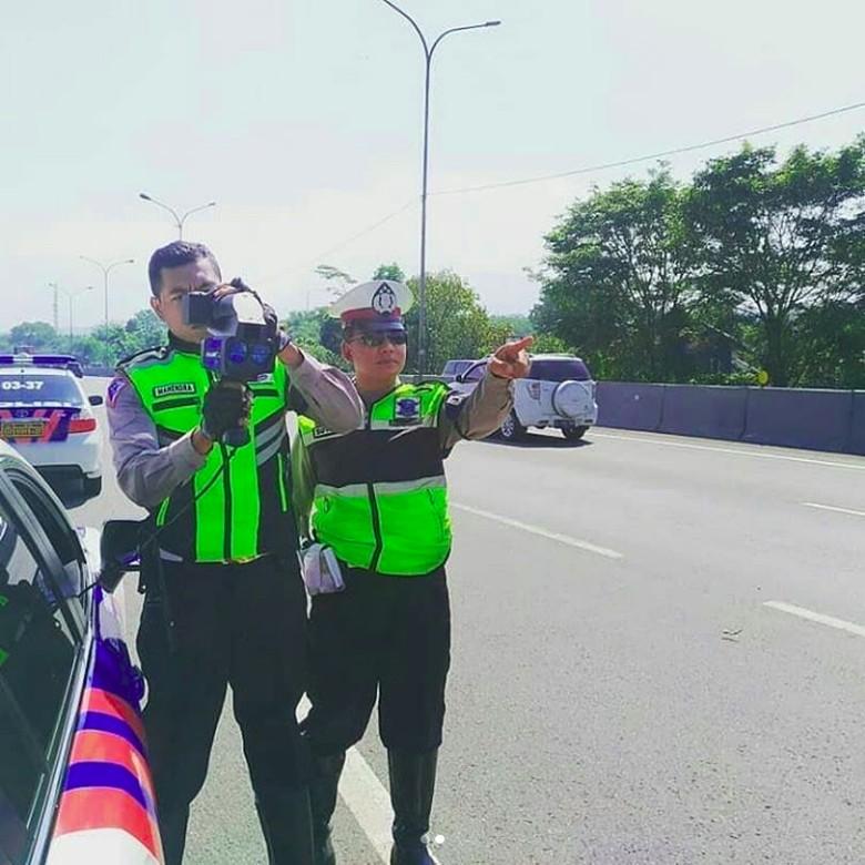 Speedgun di Jalan Tol Cipularang. Foto: Instagram/@turjawali.lantascimahi