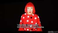 Di akhir pameran, pengunjung akan melihat Yayoi Kusama sedang bernyanyi lagu ciptaannya sendiri a Manhattan Suicide Addict. Foto: Tia Agnes/ detikHOT