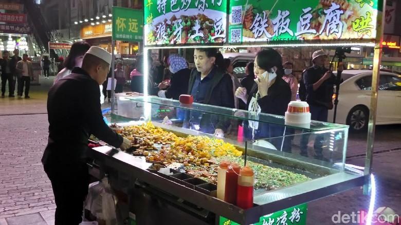 Foto: Berburu jajanan kaki lima halal di Yinchuan (Wahyu/detikTravel)