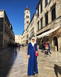 Selain Bosnia dan Herzegovina, Uyaina juga mampir ke ibukota Kroasia, Dubrovnik. Di sana, ia main ke kawasan kota tua Dubrovnik (@uyainaarshad/Instagram)