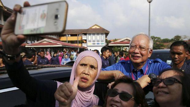 Tumbangnya Najib, PM Favorit Trump dari 'Takhta' Malaysia