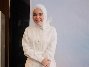 Punya Hobi Baru, Dewi Sandra Kini Gemar Bercocok Tanam