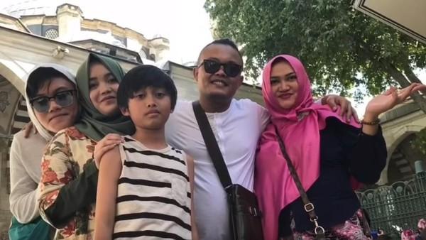 Sule ke Lina: Semoga Kamu Bahagia, Saya Bahagia dengan Anak-anak