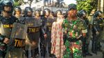 Potret Aksi Warga Bakar Ban yang Bikin Macet Pondok Indah