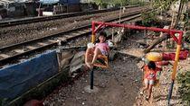 Taman Bermain di Pinggir Rel Kereta Api, Aman atau Berbahaya?