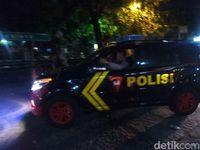 Kendaraan dan Truk Bawa Personel Polisi Masuk ke Mako Brimob