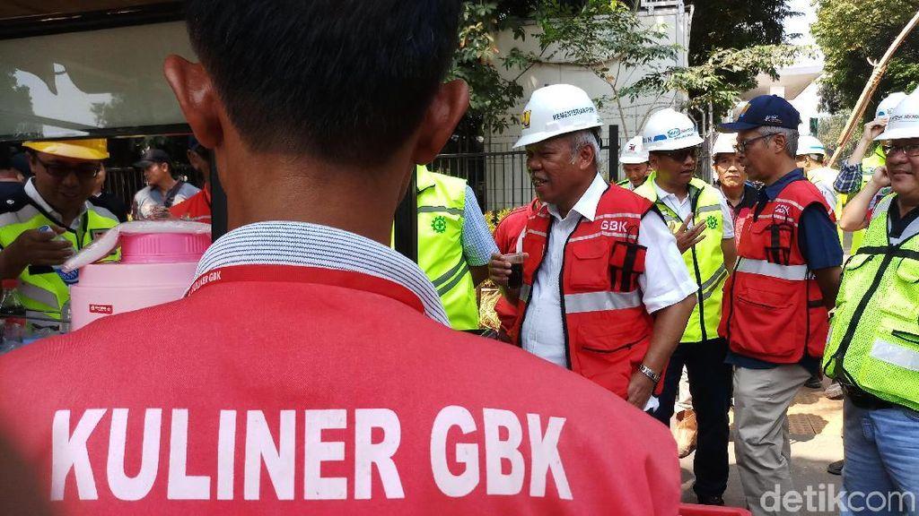 Aksi Menteri Basuki Jajan Kopi Saat Cek Kesiapan Asian Games