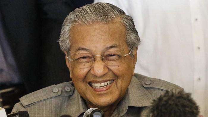 Meski sudah berusia lanjut, Mahathir Mohamad tampak segar. Foto: BBC World