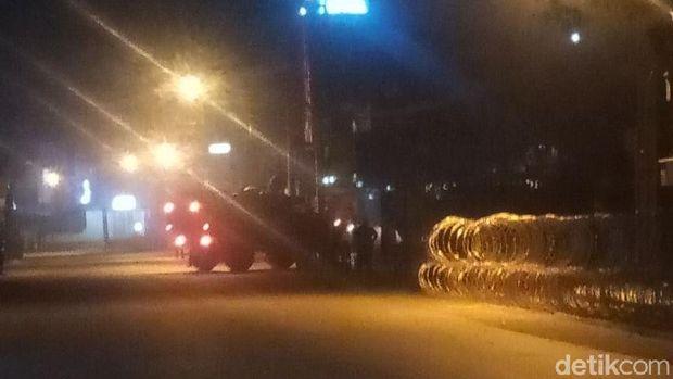 Masuk dari arah Jalan Raya Bogor, baracuda nyalakan sirine