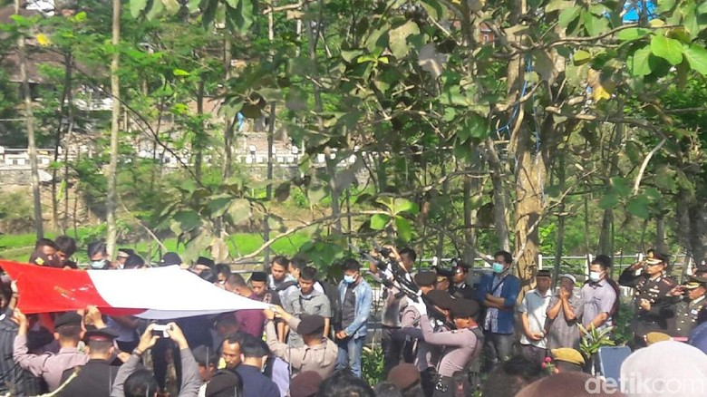 Irwasda Polda Jateng Pimpin Pemakaman Briptu Fandi