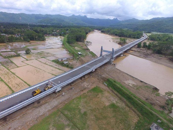 Jembatan Grindulu sepanjang 750 meter berada di Kabupaten Pacitan, Jawa Timur. Dok. Kementerian PUPR.