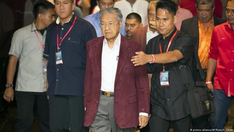 Usai Najib, Mahathir Hadapi Perlawanan Kerajaan