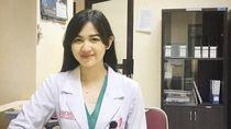 Potret Estelita Liana, Dokter Cantik yang Bikin Pria Rela Disuntik
