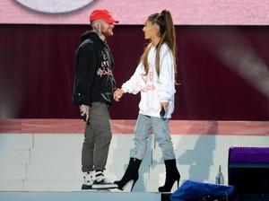 Masih Berduka, Ariana Grande Belum Mau Bicara soal Mac Miller