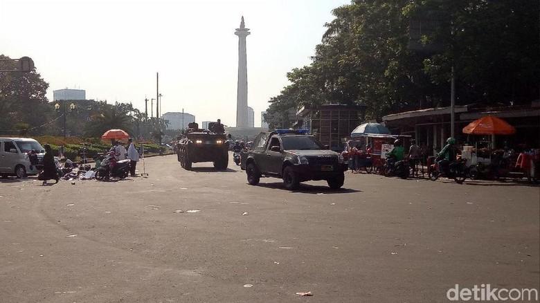 Massa Aksi Bubar, TNI-Polri Tarik Pengamanan dari Kedubes AS