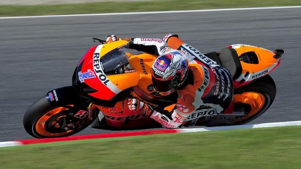 Repsol Honda Team's Australian Casey Stoner rides at the Catalunya racetrack in Montmelo, near Barcelona, on June 1, 2012, during the MotoGP first training session of the Catalunya Moto GP Grand Prix. AFP PHOTO / JOSEP LAGO / AFP PHOTO / JOSEP LAGO