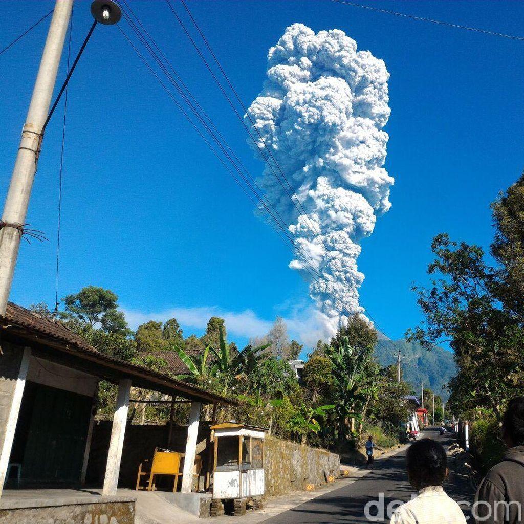 Dinihari Tadi Kembali Terjadi Letusan Freatik di Gunung Merapi