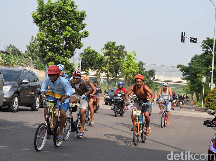 Berolahraga dengan hobi gowes sepeda mini. (Foto: Annisya/detikHealth)