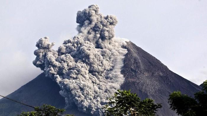 Gunung Merapi meletus freatik (Foto: Getty Images)