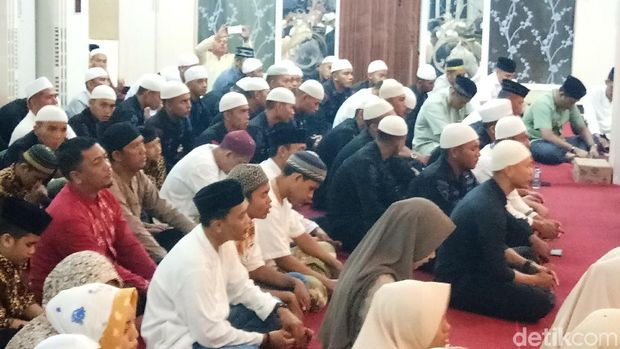 Selain anggota Polri, warga dan anak panti asuhan ikut doa dan zikir bersama