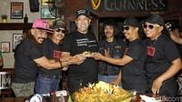Grup musik yang terbentuk dari Warkop DKI menghadirkan Indro pada acara rilisnya lagunya tersebut. Foto: Ismail/detikHOT