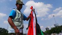 Mendulang Rupiah dari Bisnis Dadakan Jual 'Pita Demo'