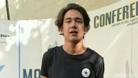 Tak Bisa Nyoblos, Adipati Dolken Pengen Kayak Nicholas Saputra