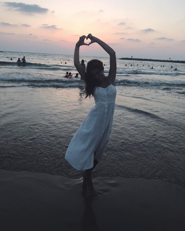Noa sendiri suka liburan ke pantai. Itu terlihat dari fotonya di Instagram yang kebanyakan di pantai dan mengenakan bikini. (Instagram/Noa Elharar)