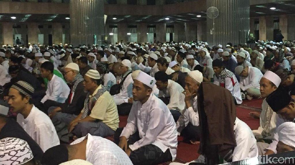 Usai Salat Subuh, Massa Bela Palestina Zikir Bersama di Istiqlal