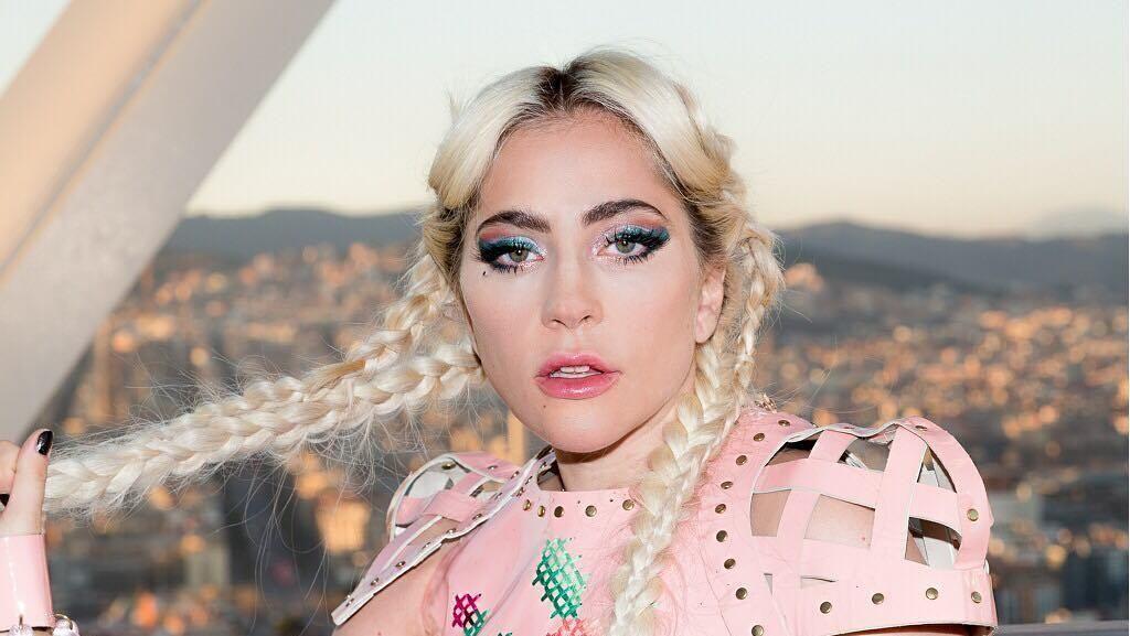 Lady Gaga Beri Pizza untuk Para Korban Kebakaran di California
