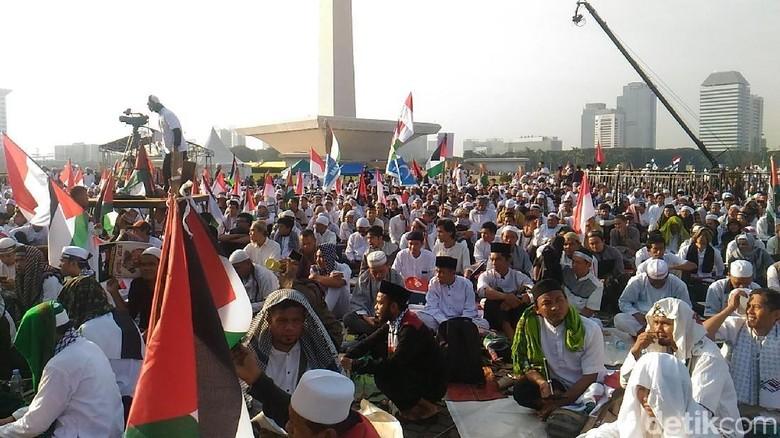 Massa Aksi 115 Nyanyikan Lagu Bela Palestina