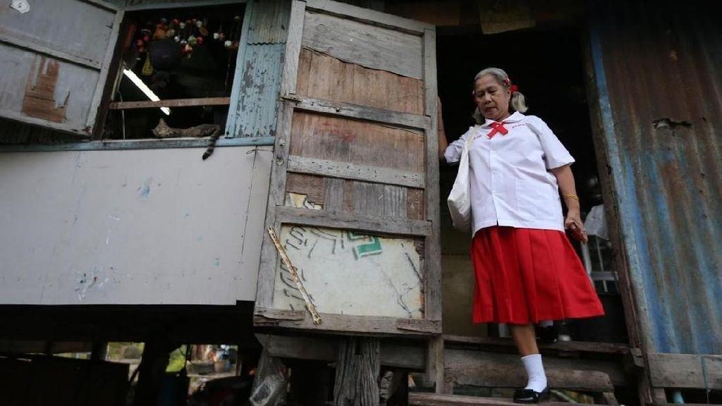 Ketika Nenek-nenek Pergi Sekolah di Thailand