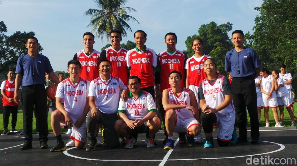 Dikalahkan Atlet, Jokowi: Terakhir Main Basket 37 Tahun Lalu