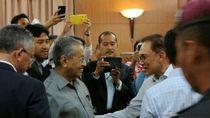 Anwar Ibrahim Mengaku Sempat Bujuk Mahathir Agar Tak Mengundurkan Diri