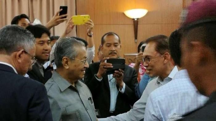 Mahathir Mohamad dan Anwar Ibrahim