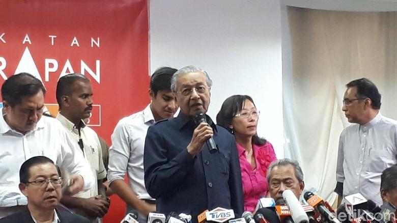 Mahathir Copot Jaksa Agung yang Bersihkan Najib dari Skandal 1MDB