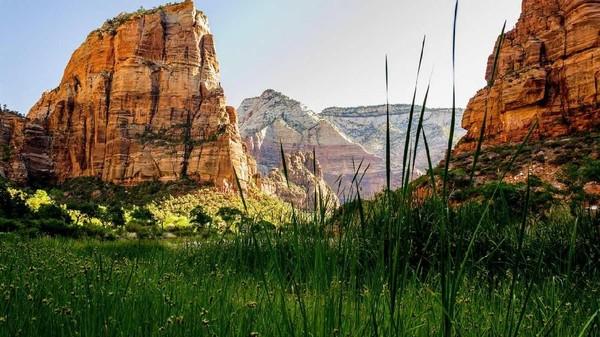 Namun, kini keberadaan suku Indian Navajo kian terancam akibat COVID-19. Jumlah penularan yang tinggi di Navajo Nation juga membuat pemerintah AS menutup sementara kawasan cagar budaya itu hingga 26 Juli 2020 mendatang. Semoga kondisi kian membaik (utah.com)