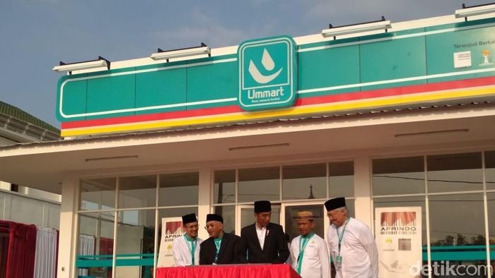 Presiden Jokowi resmikan Umat Mart di Pasuruan/Foto: Hendra Kusuma/detikFinance