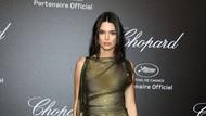 Muncul di Cannes, Kendall Jenner Bergaun Transparan Tanpa Bra