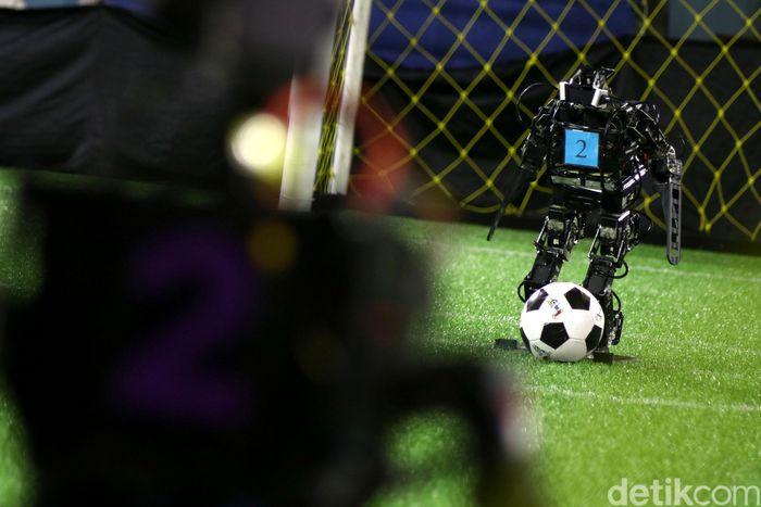Kontes Robot Indonesia regional II tahun ini digelar di Universitas Tarumanagara, Jakarta. Sabtu (12/5/2018).